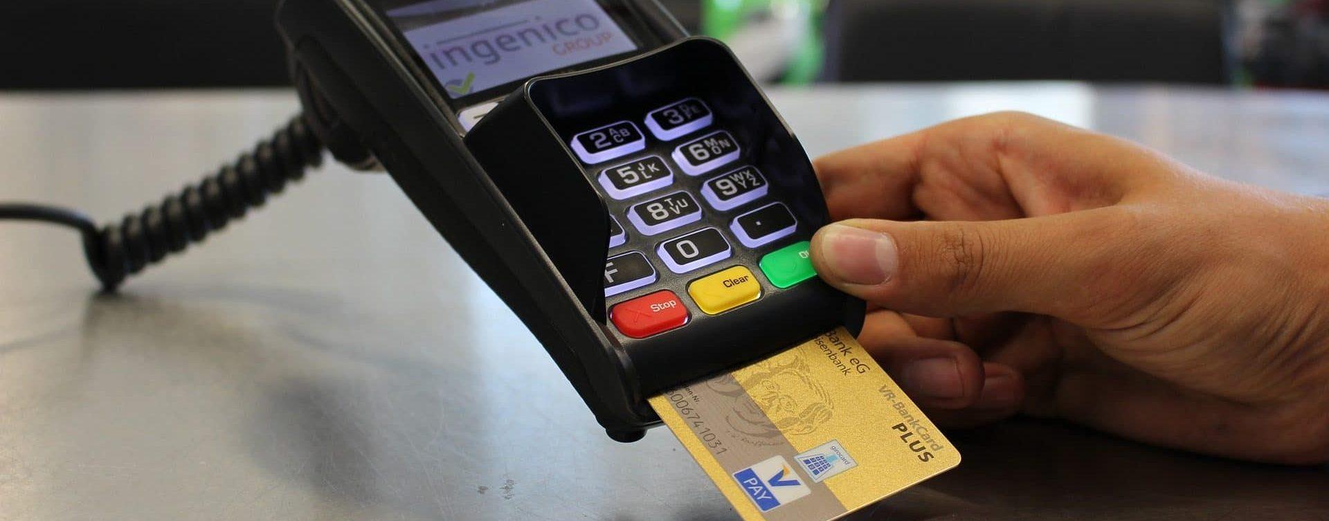 Datáfono con tarjeta
